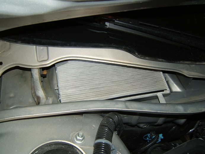 Where Is Fuse Box For Tao Scooter as well Chevy Impala Cabin Air Filter Location as well 1997 Honda Accord Vtec V6 Engine Diagram as well Chrysler 300 Fuse Location moreover P71 Police Interceptor Engine. on blower motor resistor location 2008